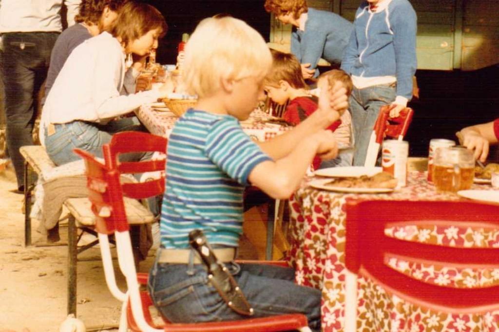 Als Kind mit Messer 2
