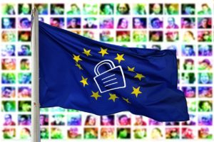 Europäische Flagge mit Schlüsselsymbol in der Mitte - DSGVO